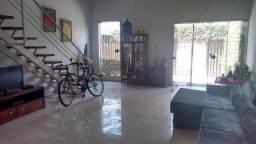 Casa Prado próximo ao Jockey com 240m² útil e terreno de 370m². recife-PE.