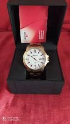 Vendo esse lindo relógio da séculos na caixa e com nota