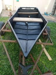 Barco com motor e reboque