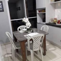 Mesa de jantar com 4 cadeiras 345,00