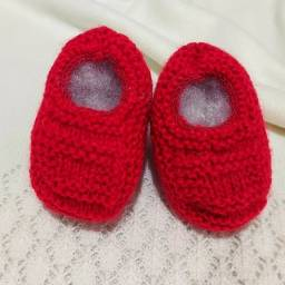 Sapatinho de Bebê de Tricô Vermelho - 0 a 3 meses