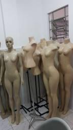 12 manequins