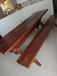 Vendo mesa de madeira com os bancos
