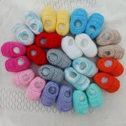 Combo 13 Sapatinhos de Bebê de Tricô Cores Diversas - 0 a 3 meses