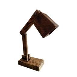 Luminária de Mesa feita com madeira de demolição