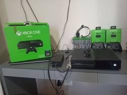 Xbox One sem detalhes + 2 controles p2 + jogos