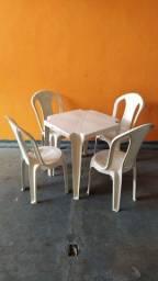 Jogo de Mesa de Plástico com 4 Cadeiras - Inmetro 152 Kg - Queima de Estoque