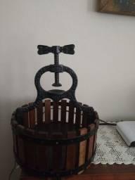 Antigo quebra-nozes de ferro fundido