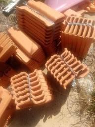 Vendo 64 telhas romanas novas por 50 reais
