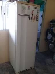 Vendo geladeira em bom estado