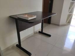 Escrivaninha/Mesa de estudos