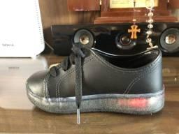 Sapato que brilha da molekinha