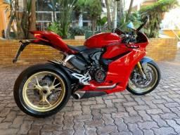 Moto Ducati Panigale S 1299 com incríveis 3.500 Km, vários acessórios, estado de zero!
