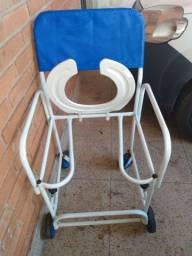 Cadeira hospitalar para banho