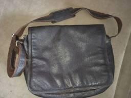 Bolsa em couro tipo carteiro