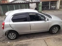 Etios Toyota lindo com baixa kilometragem - 2013