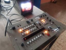Vendo Mesa de Corte e Gerador de Efeitos Especiais Sony Switcher SEG2000