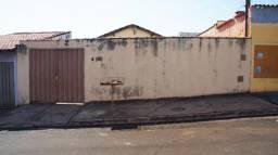 Casa simples para venda no Adelino Simioni, 2 dormitorios e amplo quintal em 200 m2 de are