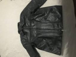 Jaqueta preta em couro legítimo