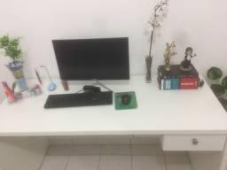 Mesa de estudo e escritório