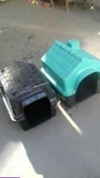 Duas casinhas para cachorro
