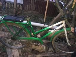 Vendo esses dois quadro e uma bicicleta.