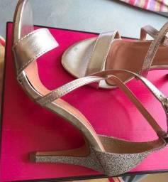 Vendo sandália da marca cássia
