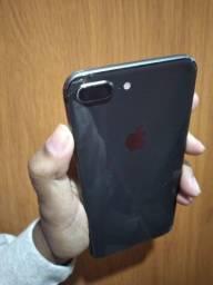 iPhone 8 Plus com alguns detalhes