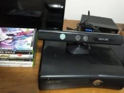 Xbox 360 Slim Bloqueado (travado) + Kinect + 6 Jogos (sem controle)