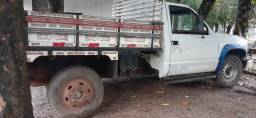 Silverado caminhonete com carroceria nova e diferencial bruto