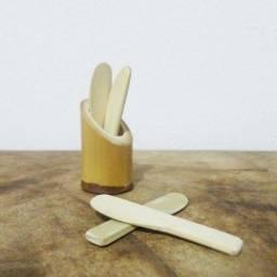 Título do anúncio: Kit com Suporte e 4 Mini Espátulas de Bambu para Aplicação de Creme Facial