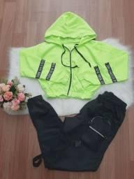 Conjunto em Poliéster veste do 38 ao 40. Por R$ 120,00 cada conjunto.