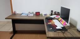 Vende-se Guarda roupa e mesa de escritório (escrivaninha)
