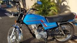 Moto CG 125 ano 84. Restaurada.