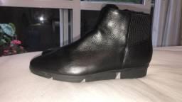 Botas em couro preta