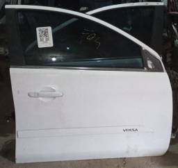 Porta dianteira direita Nissan Versa 2019 original usada