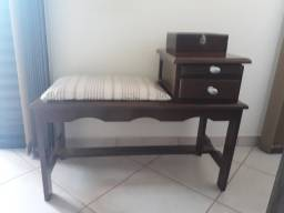 Mesa com assento e gaveta  antiguidade