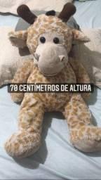 Pelúcia  girafa em ótimo estado 60$ faço entrega zap *04