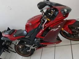 Moto Yamaha R1 e Carro chevroet Cobalt