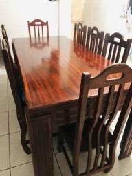 Vendo por motivo de viagem mesa madeira de lei muracatiara 8 cadeiras