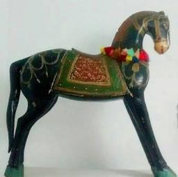 Cavalo de madeira antigo