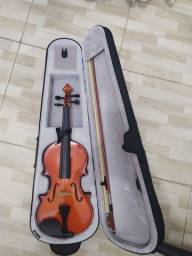 Vendo 2 Violinos em ótimo estado e pouco tempo de uso. R$385,00 cada um