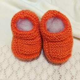 Sapatinho de Bebê de Tricô Laranja - 0 a 3 meses