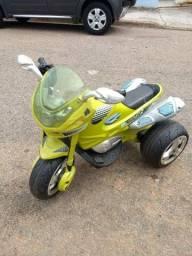 Vendo moto infantil elétrica.