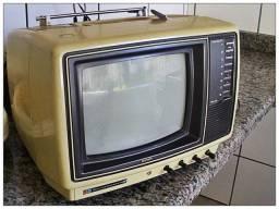 vendo uma tv.   cores -