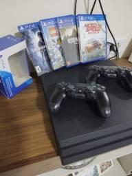 PS4 PRO, 1 Tb, dois controles originais e 4 jogos.