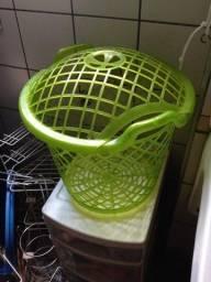 Vendo Cesta de roupa suja na cor verde limao