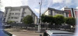 Vendo apt na Pajuçara, 3 qtos, térreo, reformado, condomínio fechado, com piscina