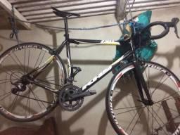 Bike speed + quadro + 2 capacetes