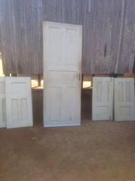 Vendo um porta e duas janelas